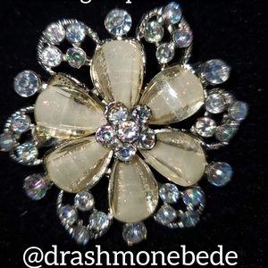 🛍NWT: Vintage Brooch (Opal Flower)